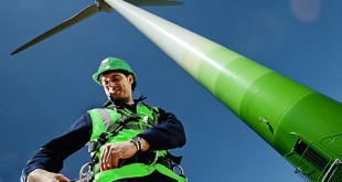 Wind jobs are presenting huge new opportunities for green job seekers. (Image from http://usgreentechnology.com/how-many-wind-jobs-are-in-the-u-s-how-many-are-possible/)